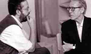 Juan José Téllez conversa con José Luis Cano (a la derecha) en el verano de 1997.