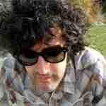 Manu Ferrón: «De hacer canciones, lo que más me divierte y me llena es escribir letras»