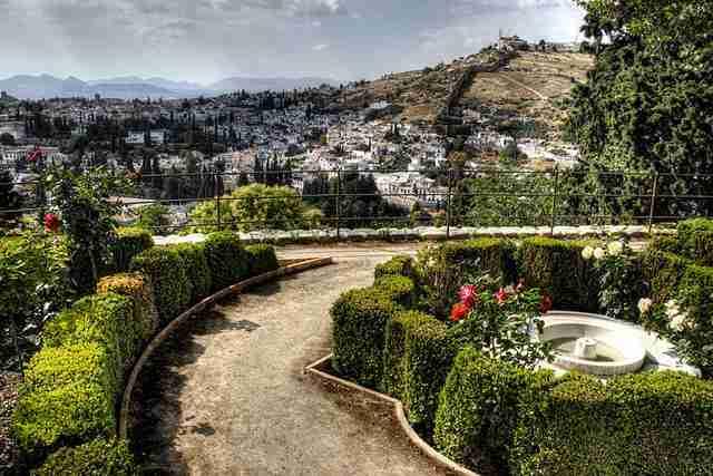 Granada desde los jardines del Generalife. Foto de J. A. Alcaide para Tres libros de Antonio López Ruiz