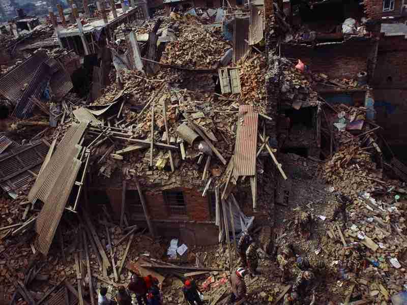 Más de 15.000 muertos en Nepal. Ineficaz Comunidad Internacional