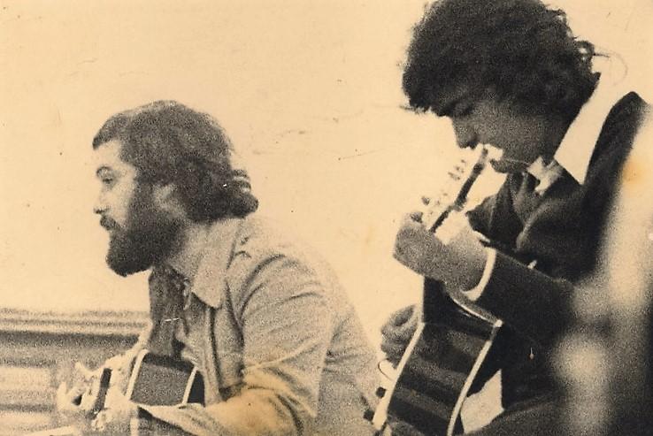 Miguel Ángel Molina, cantautor almeriense (a la izquierda). Foto de www.mundomusicalalmeria.com