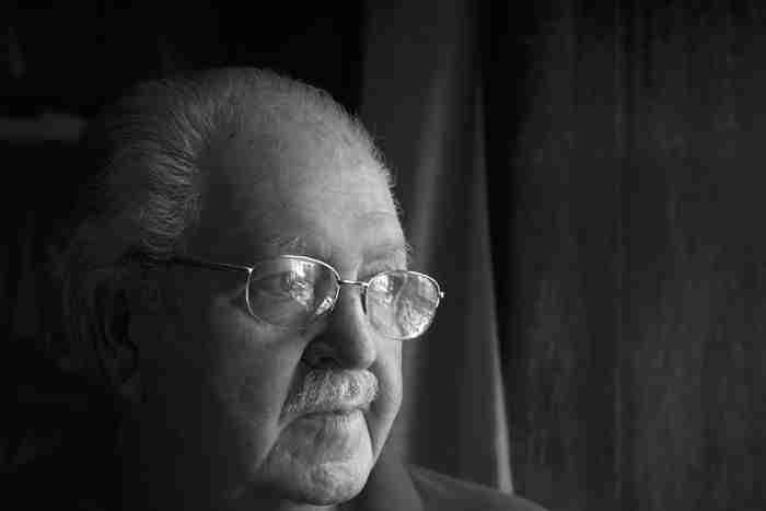 Portada de Poeta Julio Alfredo Egea Fotografías Rodrigo Valero