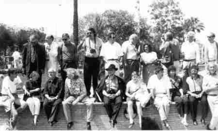 Sevilla, 1992. Fotógrafos participantes en Imagina. Imagen tomada por Miguel Nauguet con la Cámara Gigante