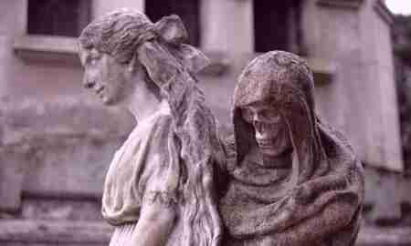 dejad que los muertos entierren a sus muertos