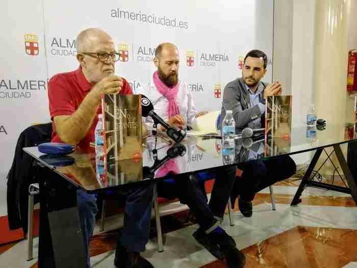 Presentación de 'En los estantes', de Javier Gilabert. Foto de Miguel Blanco