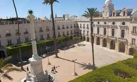 Pingurucho en la Plaza Vieja de Almeria. Foto de James Narmer