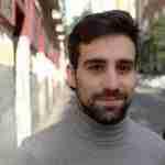 Juan  Gallego Benot: «Al fin se ha acabado, en la poesía joven, la idea de genio, que era una forma machista y pervertida de leer y de escribir»